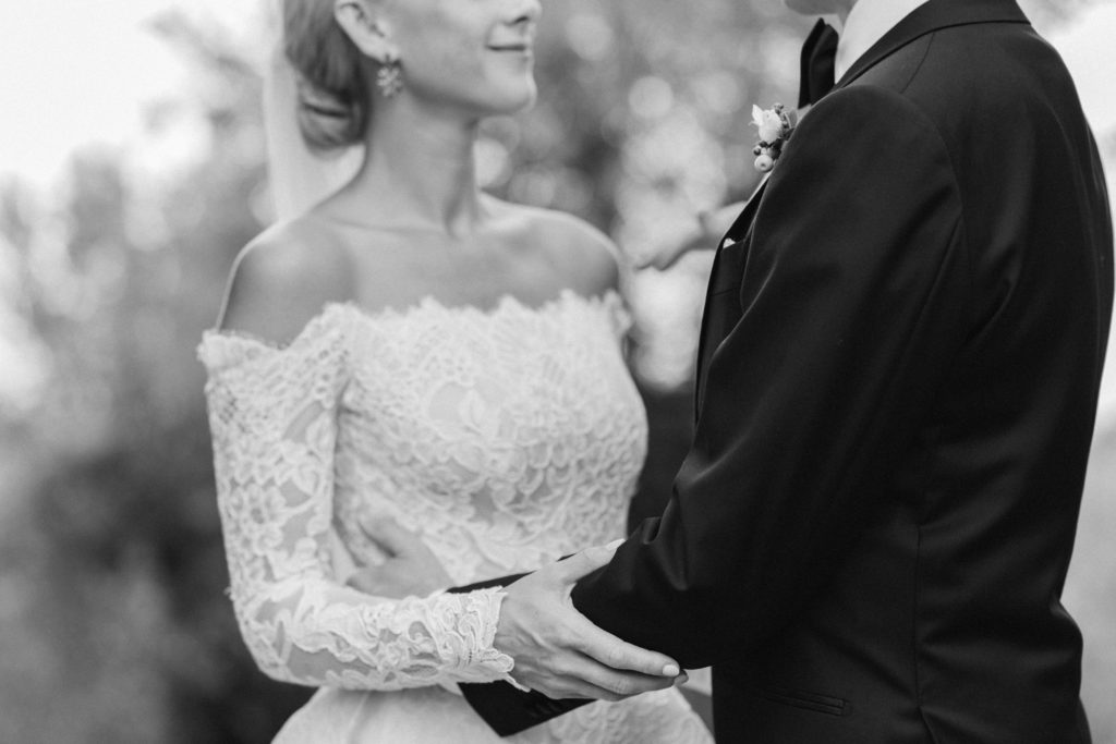 Black and white photo of bride and groom top wedding destination italy